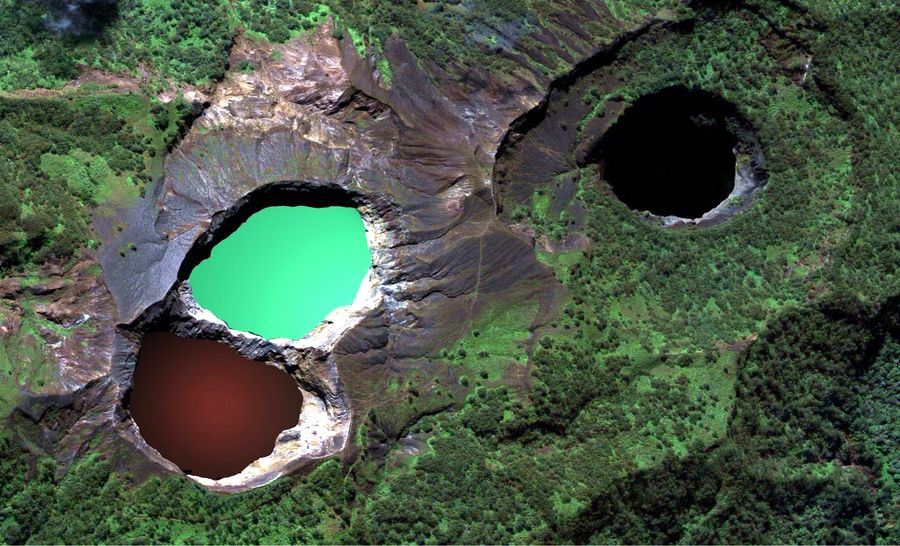 lakes_of_mount_kelimutu_2_2