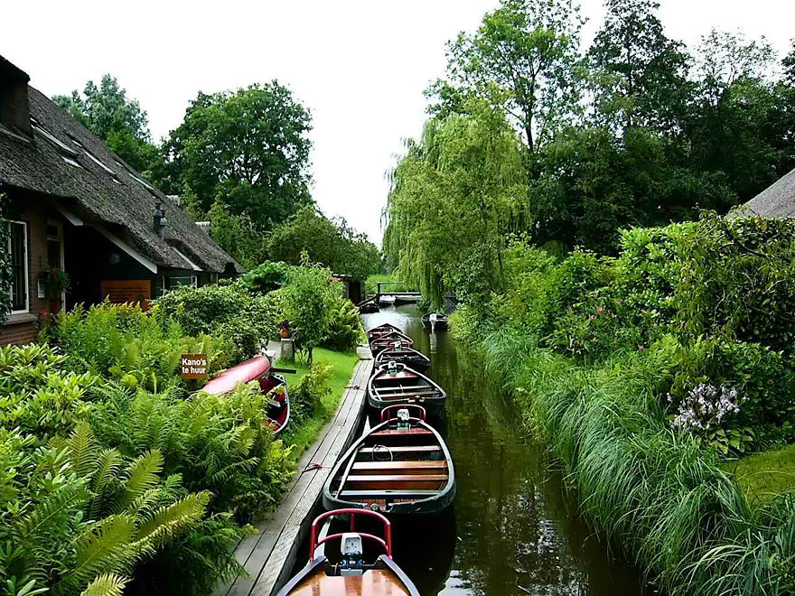 water_village_no_roads_canals_giethoorn_netherlands_3
