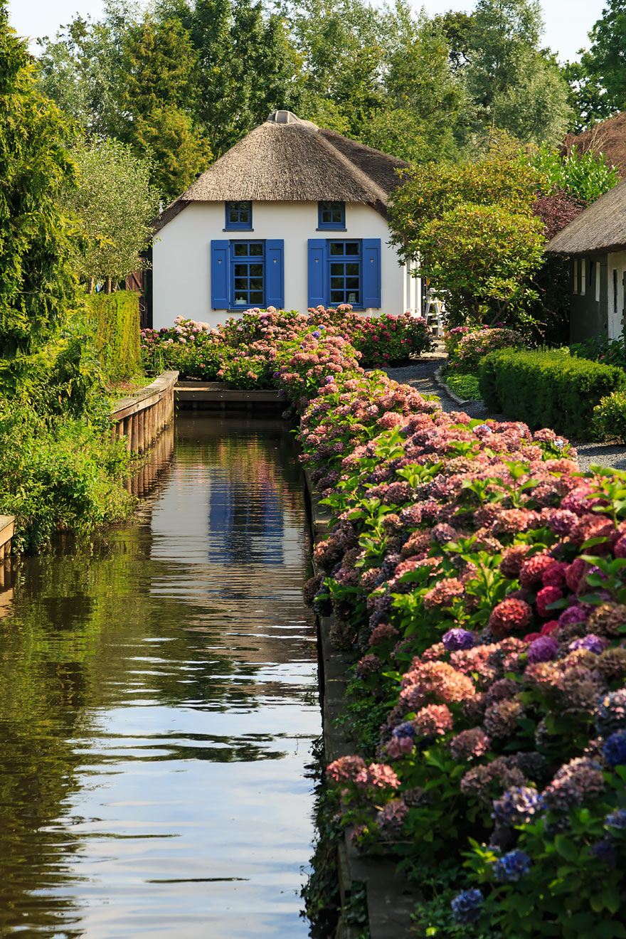 water_village_no_roads_canals_giethoorn_netherlands_5