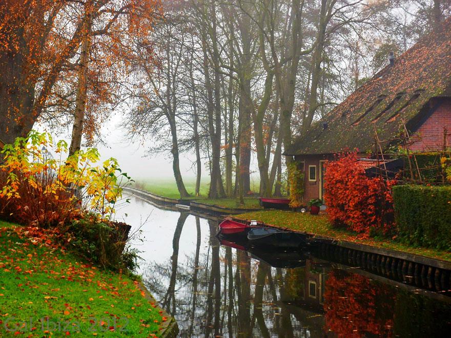 water_village_no_roads_canals_giethoorn_netherlands_7