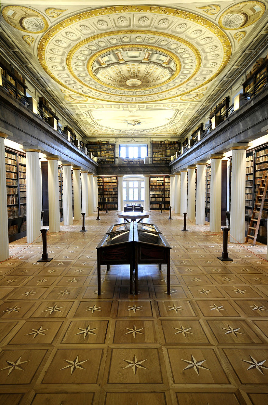 of_the_most_majestic_libraries_in_the_world_24