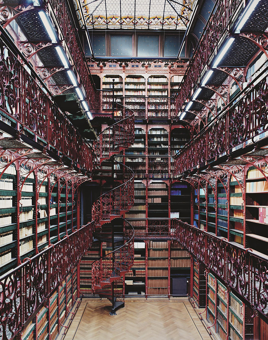 of_the_most_majestic_libraries_in_the_world_8