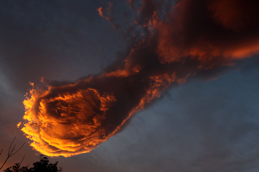 unusual_cloud_formation_fist_hand_of_god_portugal_2