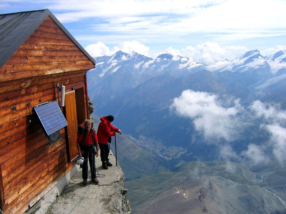მათ წინაშე, ვინც 4000 მეტრის სიმაღლეზე ასვლას შეძლებს, მშვენიერი სანახაობა გადაიშლება - ფეხებ ქვეშ მოლივლივე ღრუბლები