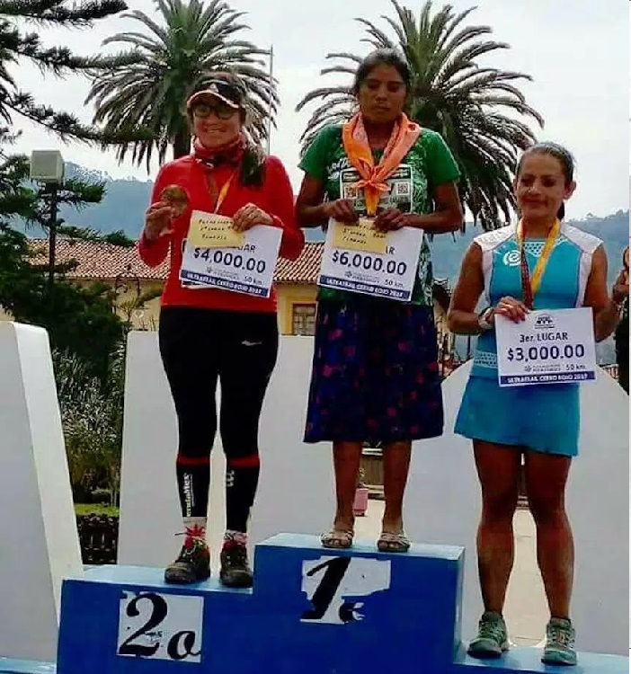 მარია ლორენა რამირესმა მექსიკაში 50 კილომეტრიანი მარათონი მოიგო. მას სანდლები და ქვედაბოლო ეცვა