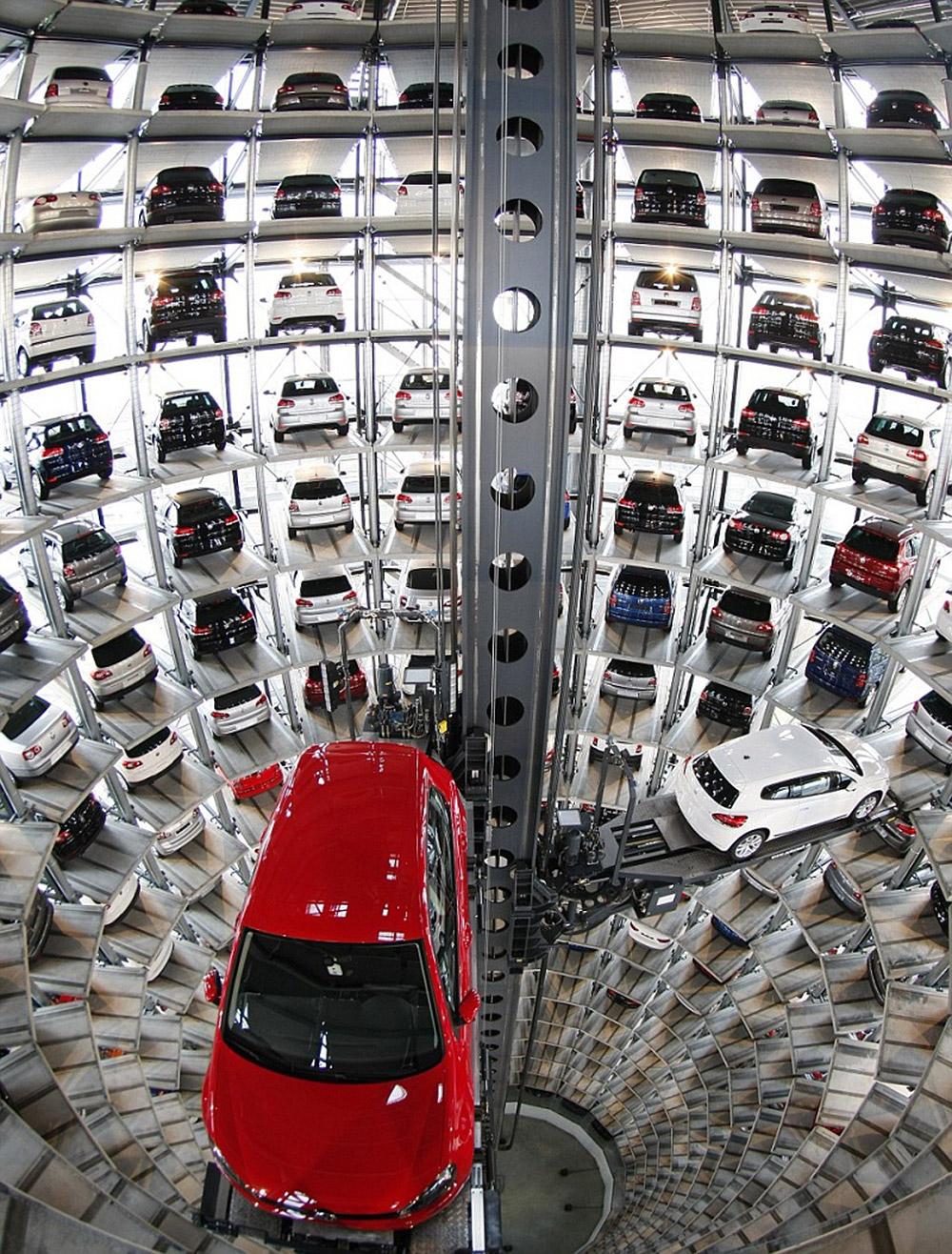 მაღალტექნოლოგიური პარკინგი Volkswagen-ის ქარხანაში, ვოლფსბურგში
